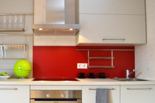 Mit Küche in Rot